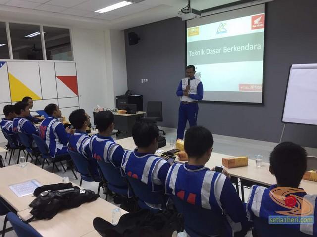 pelatihan-safety-riding-blogger-jatimotoblog-2017-di-MPM-learning-centre-1