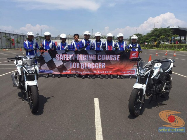 pelatihan-safety-riding-blogger-jatimotoblog-2017-di-MPM-learning-centre-2