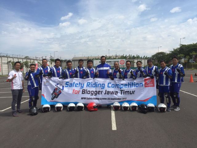 safety riding for blogger pertama di indonesia