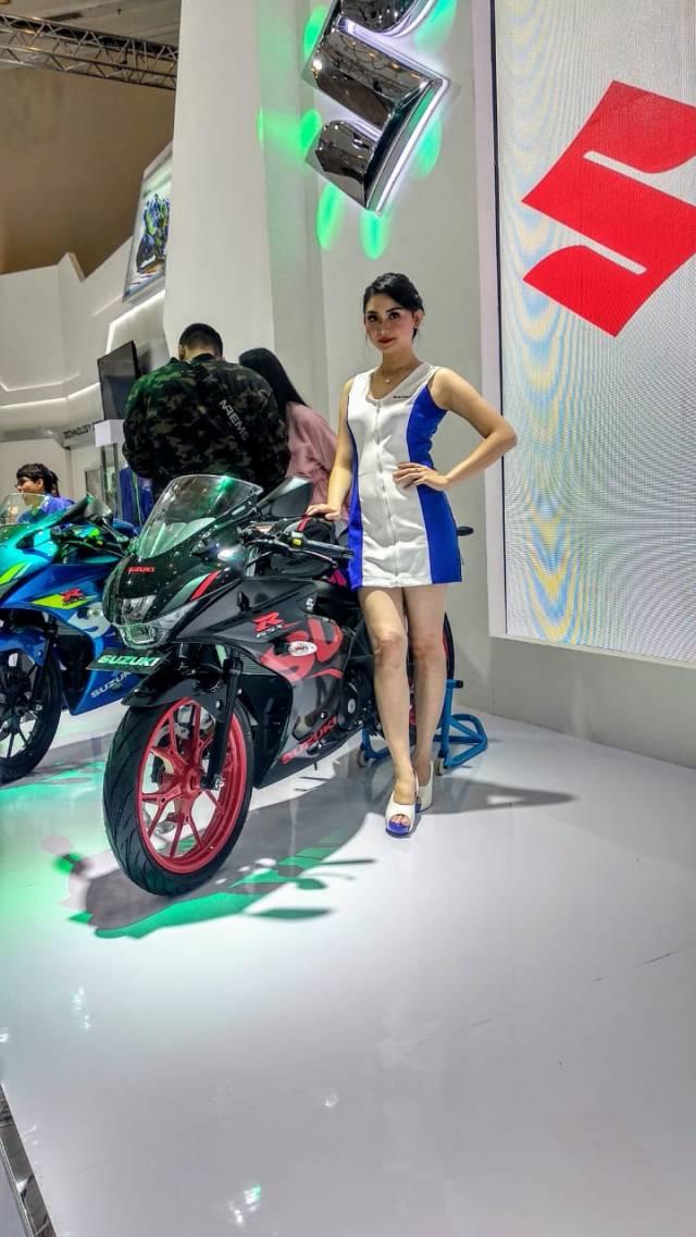 cewek cantik Suzuki GSX-R150 ABS
